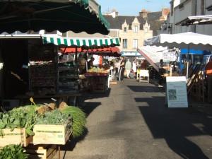 Le marché aux premières heures du matin à La Roche Bernard